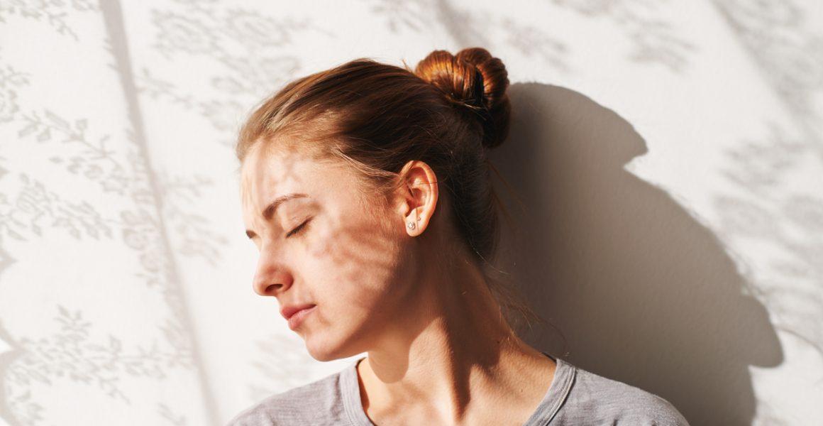 Bilde av kvinne med lukkede øyne. Diabetes type 2.