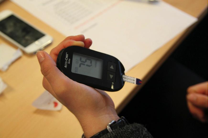Blodsukkerforsøk for ernæringsstudentene på Bjørknes Høyskole