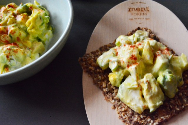 Avokado- og eggesalat