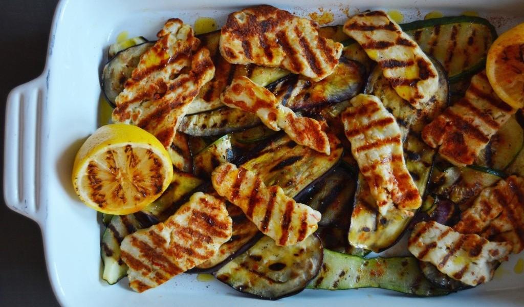 Grillede squash og aubergine med halloumi ost