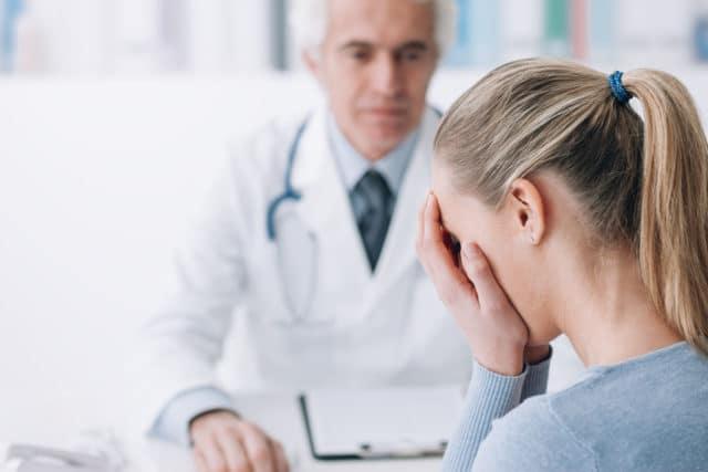 betydningen av å bli sett og hørt av helsepersonell, kvinne hos legen