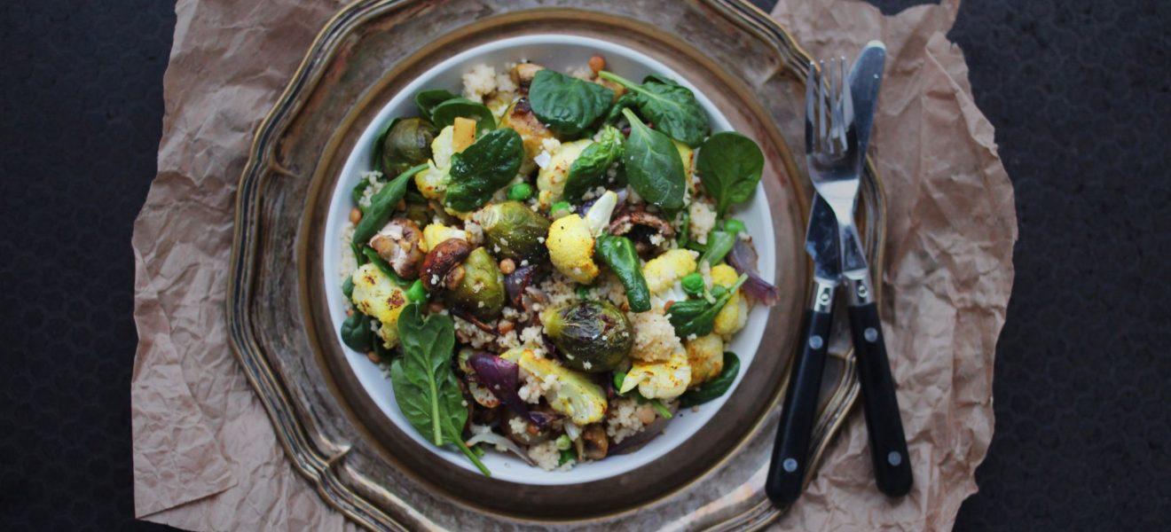 Oppskrift på lun salat med linser & rosenkål