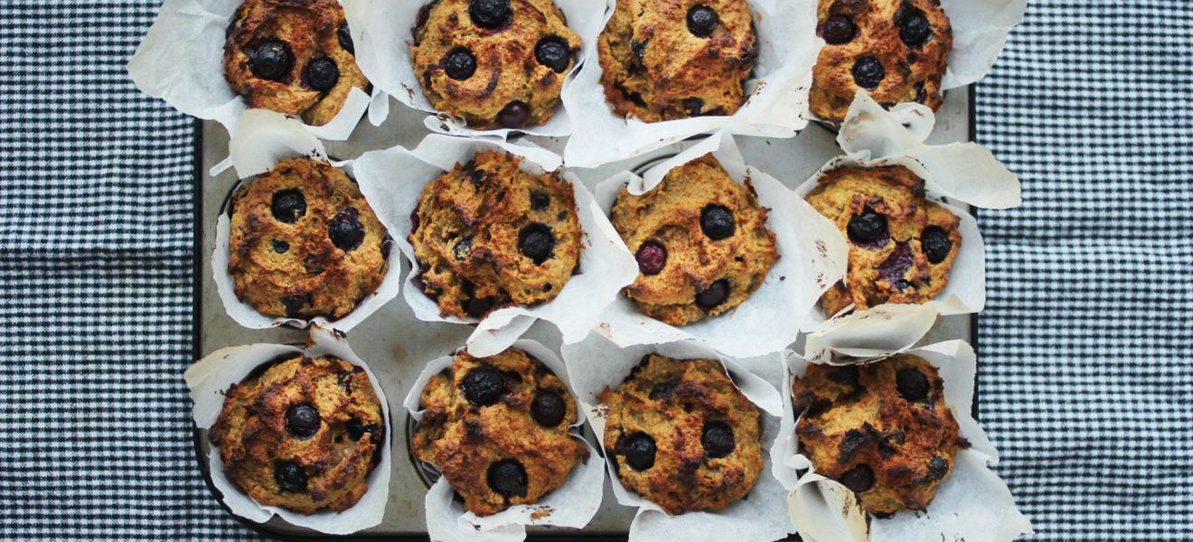 Søtpotetmuffins med blåbær & peanøttsmør