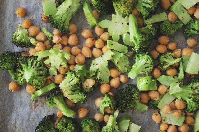 Eggesalat med ovnsbakt brokkoli
