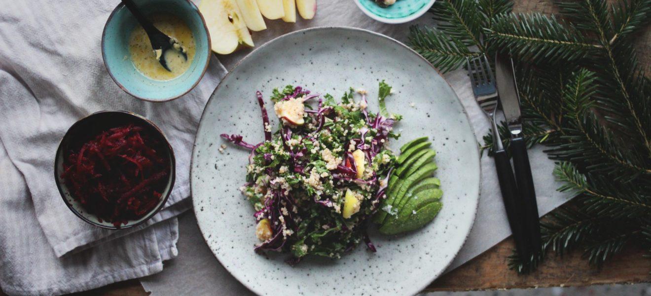 Grønnkålsalat – et lettere tilbehør til julematen