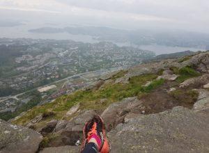 fjelltur topptur føtter utsikt