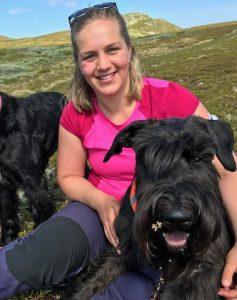jenter hunder tur naturen fjelltur