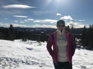 Emilie Kleven ute solskinn vinter