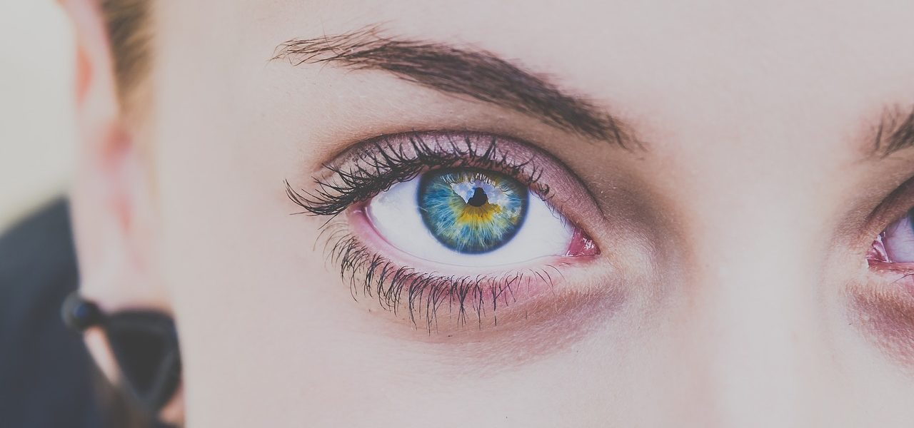 nærbilde av øyne øyekomplikasjoner