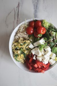 Salat i bolle med eggerøre