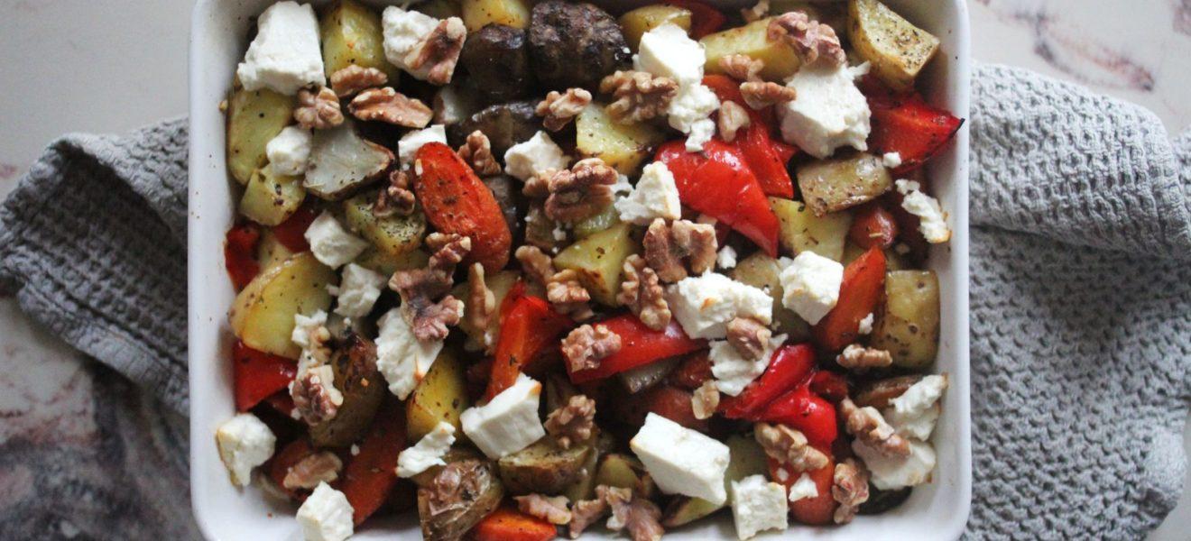 Ovnsbakte grønnsaker med fetaost og valnøtter