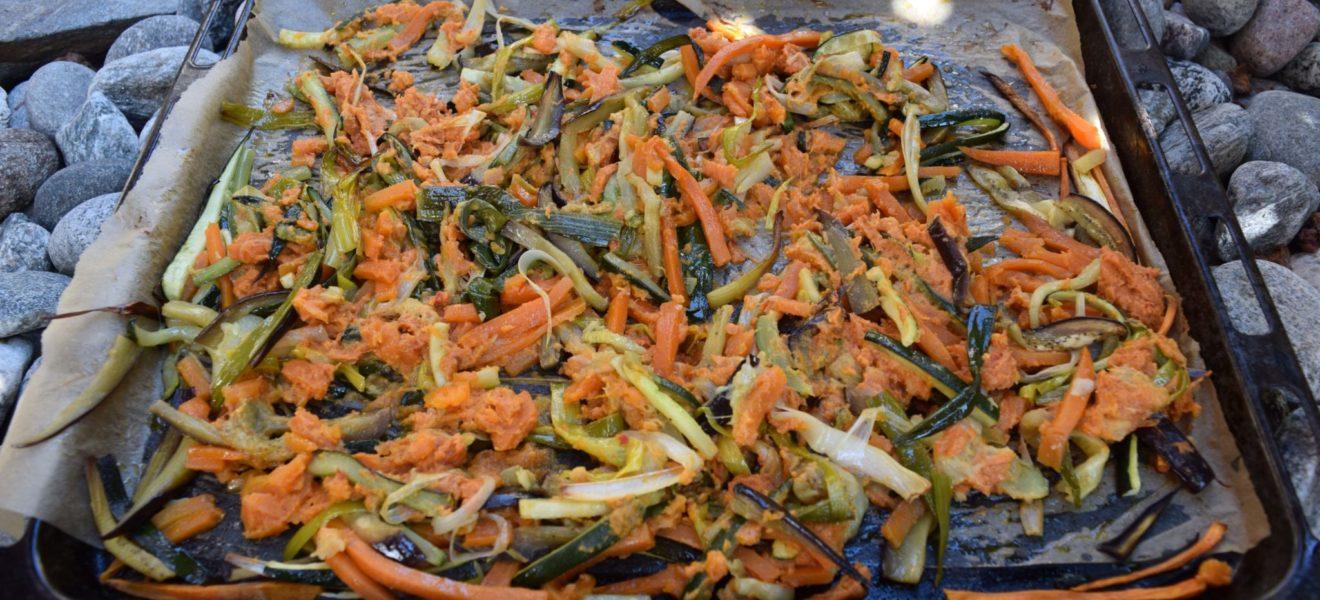 Ovnsbakte grønnsaker med peanøttsaus