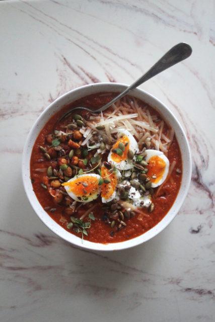 tomatsuppe med deilig topping