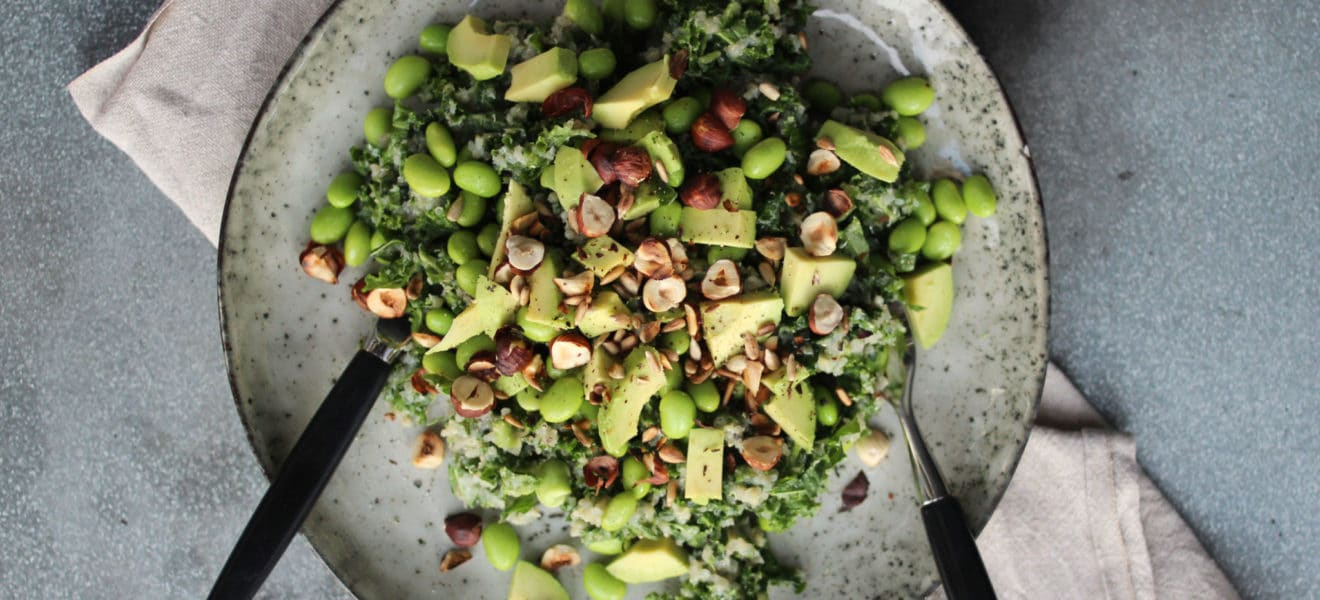 Quinoasalat med avocado og hasselnøtter