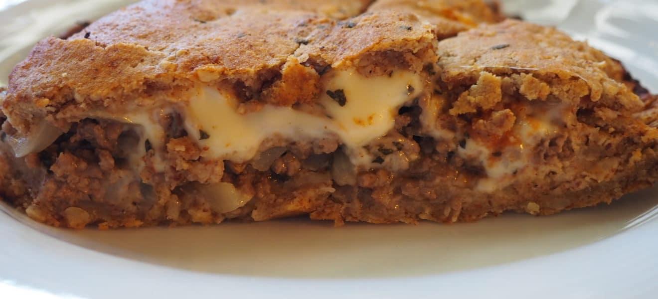 Pirog med kjøttdeig og ost