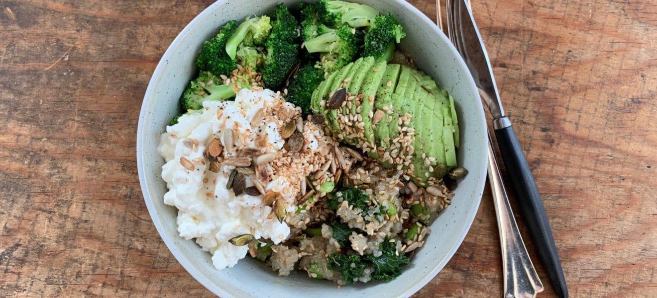 Proteinrik vegetarsalat med quinoa