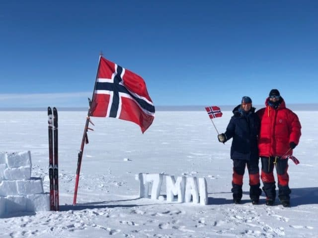 feiret 17.mai mens de krysset Grønland