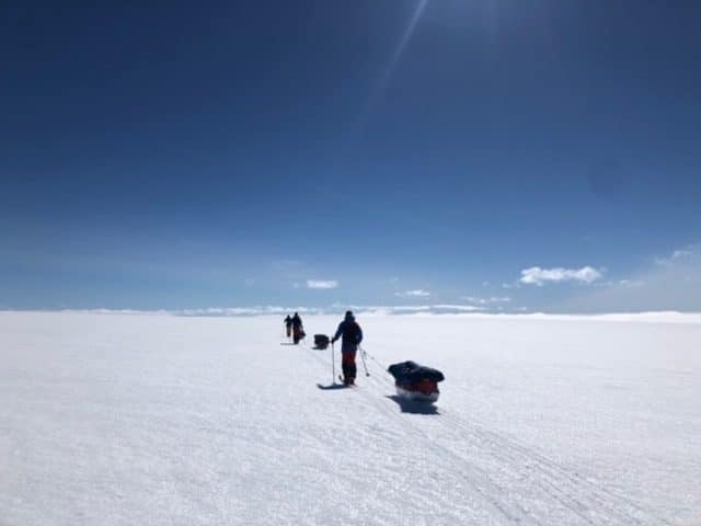 krysset grønland på ski i lekkert vær