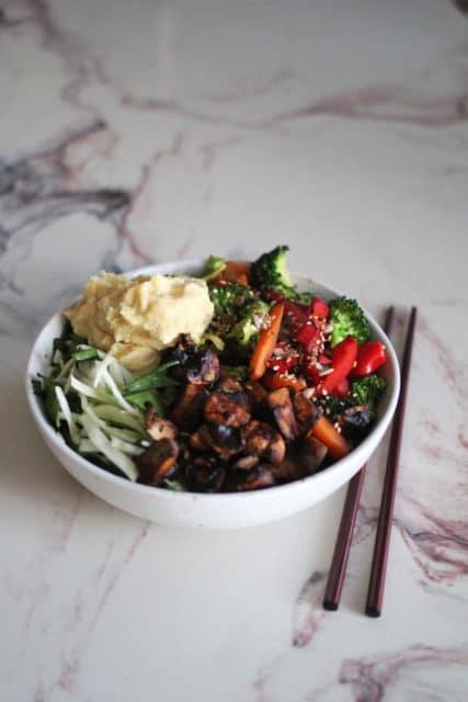 asiatisk bowl med crispy grønnsaker