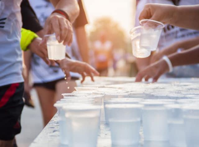Marte hadde høyt blodsukker på startstreken og drakk på hver drikkestasjon under maraton: