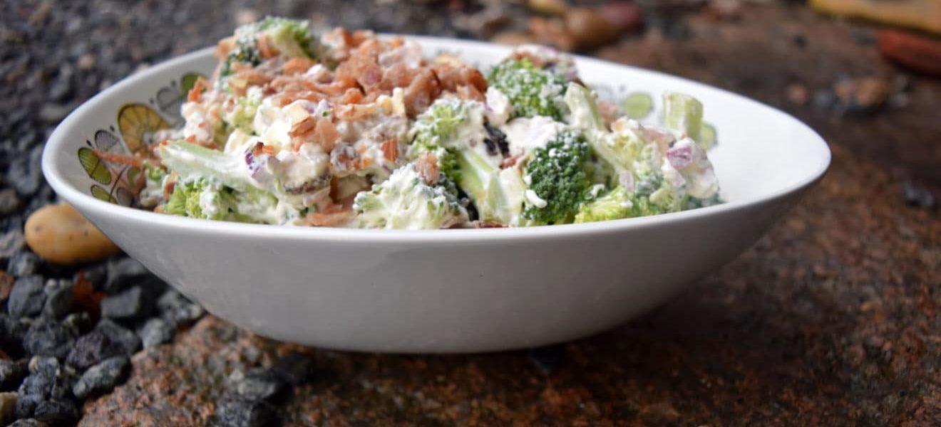 Oppskrift på superdigg brokkolisalat