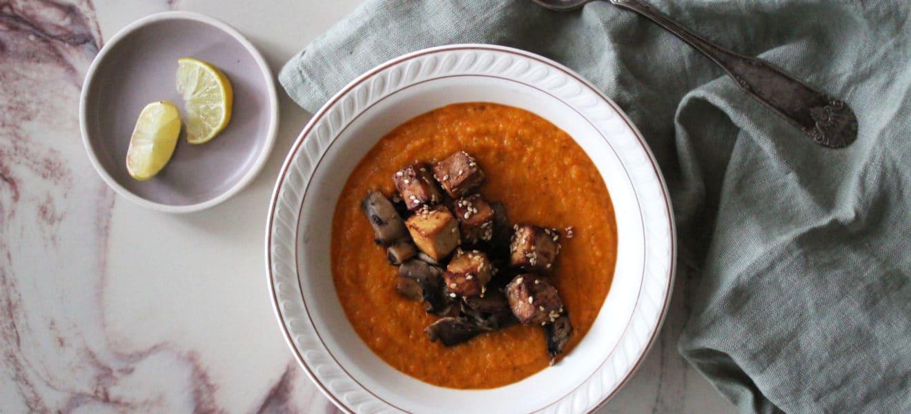 Fyldig suppe av ovnsbakte rotgrønnsaker
