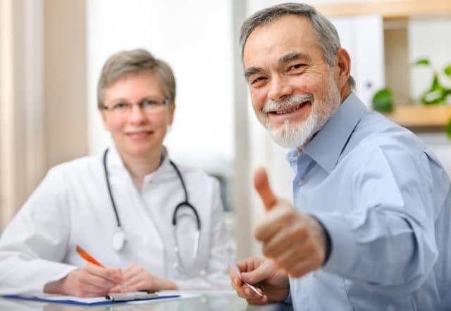 fornøyd pasient hos legen. Vet du hva diabetes koster samfunnet