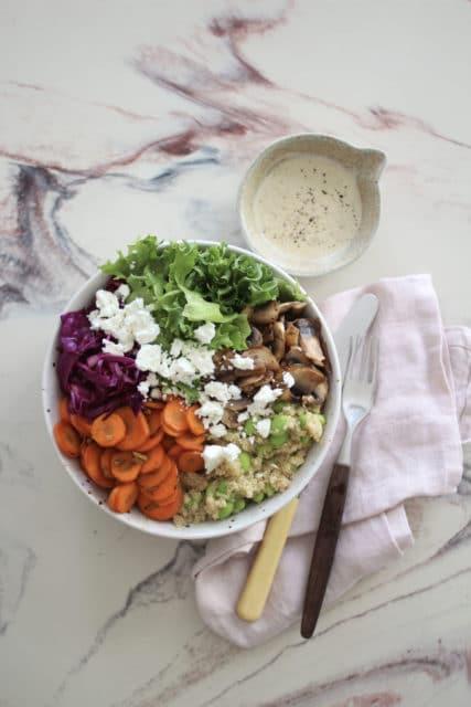 Regnbuesalat med quinoa
