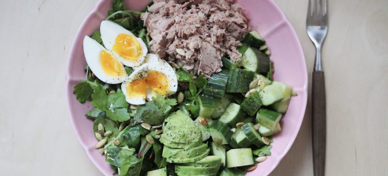 Lavkarbo tunfisksalat med egg og avocado