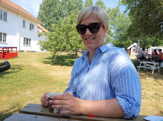 Diabetesen får litt mindre fokus på sommeren, men blir samtidig litt mer synlig forteller Emilie