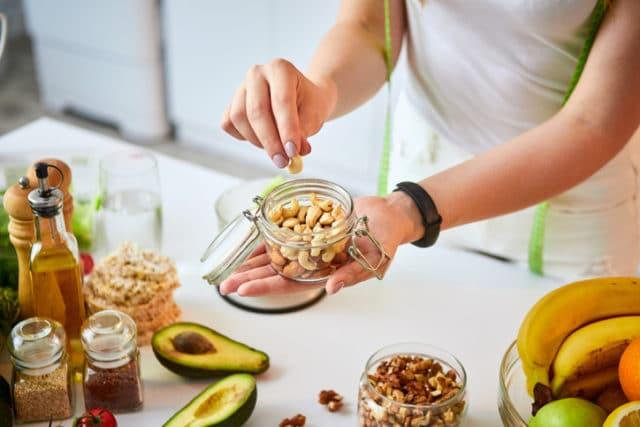 sunn og blodsukkervennlige mellommåltider, grønnsaker og nøtter