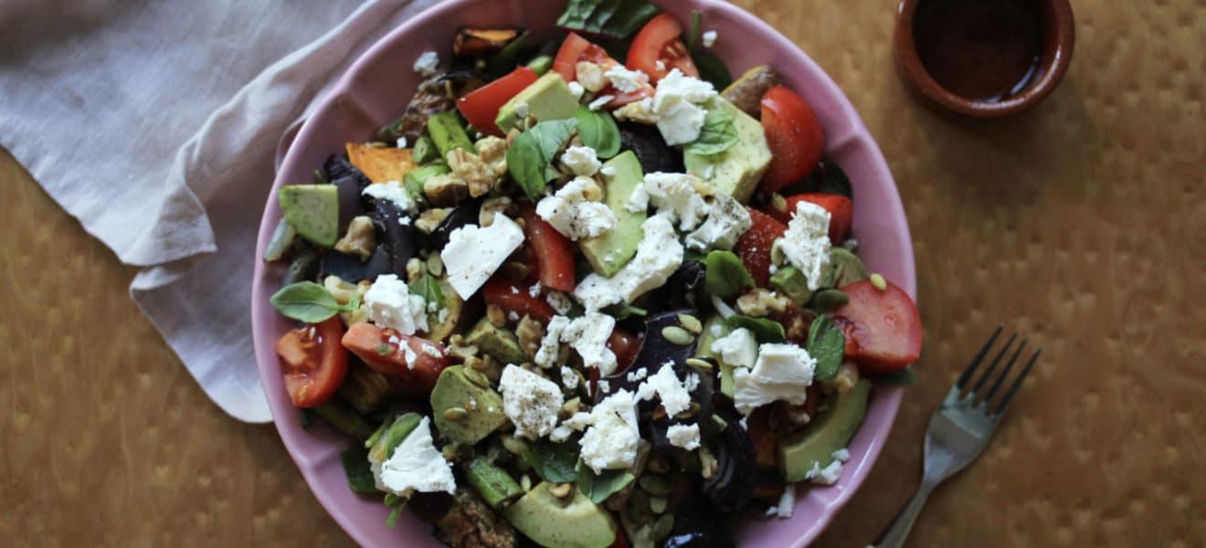 Salat med ovnsbakt aubergine, feta og chilidressing