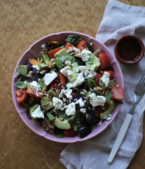 Salat med ovnsbakt aubergine