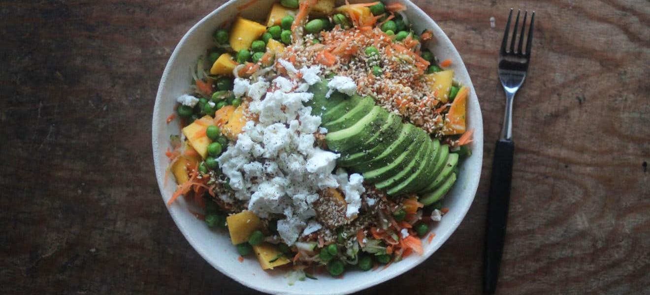 Asiatisk salat med mango, gulrot og feta
