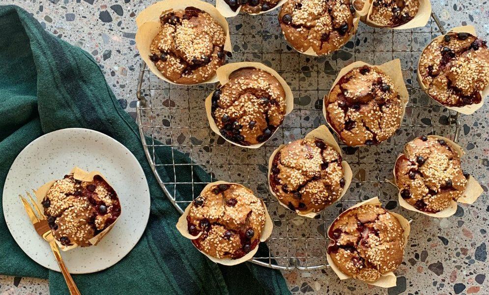 Havremuffins med banan og tyttebær